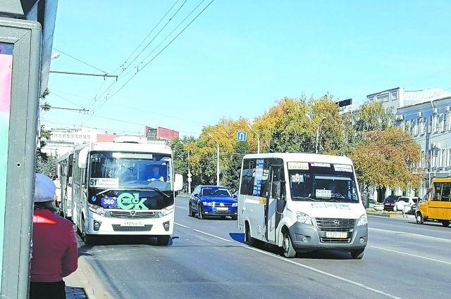 Общественному транспорту частника не обогнать.