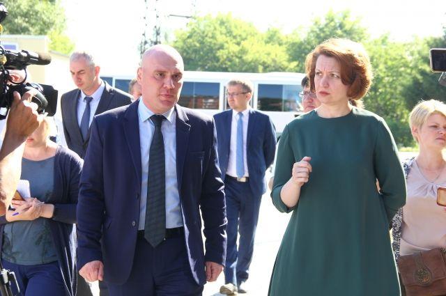 Мэр Оксана Фадина и глава округа Владимир Куприянов.