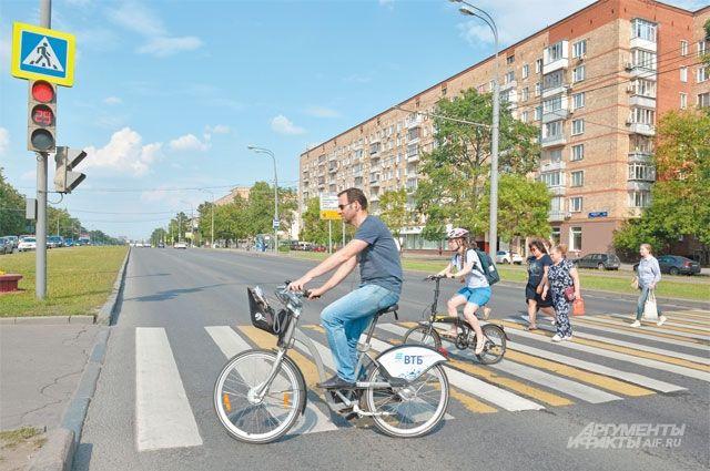 Ребятам напомнили о правилах дорожного движения, значении дорожных знаков, сигналах светофора.
