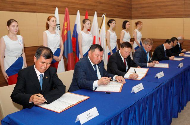 Главы парламентов подписывают итоговый меморандум международной встречи