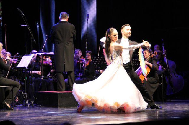 Концертный сезон - музыка, танец.