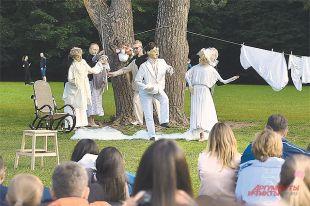 Куклы играют чеховскую «Невесту».