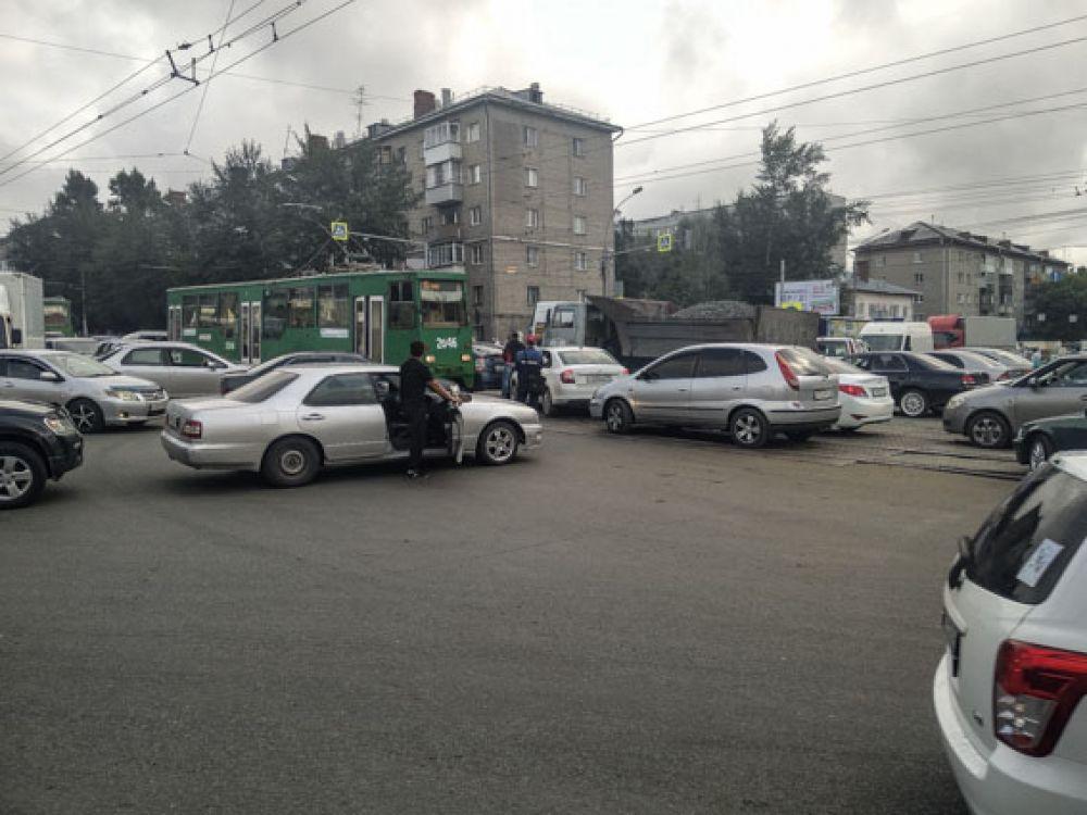 Некоторые водители выходили на улицу подышать воздухом