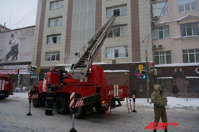 Всего во время тушения пожара на Монастырской огнеборцы спасли 14 человек и эвакуировали 50.