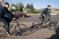 На велосипедиста в первую очередь распространяется требование обеспечить безопасность пешеходов во время движения.