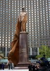 Памятник легендарному политическому деятелю Шарлю де Голлю установили на площади его имени перед гостиницей «Космос», 2005 год.