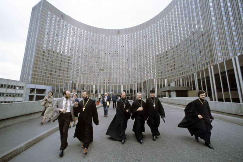 Члены американской делегации христианских кругов США у гостиницы «Космос», 1984 год.