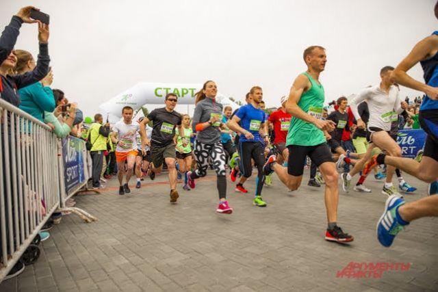 В этом году организаторы подготовили для участников беговые маршруты на дистанциях 8, 15, 30 и 50 километров.