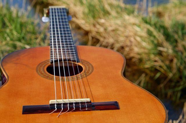Тюменцы с детьми могут спеть добрые песни вместе с бардами в своем дворе