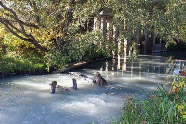 На предприятии границы механической зоны породных отвалов не обустроены канавами и прудами-отстойниками для сбора (отвода) и очистки ливневых и талых вод.