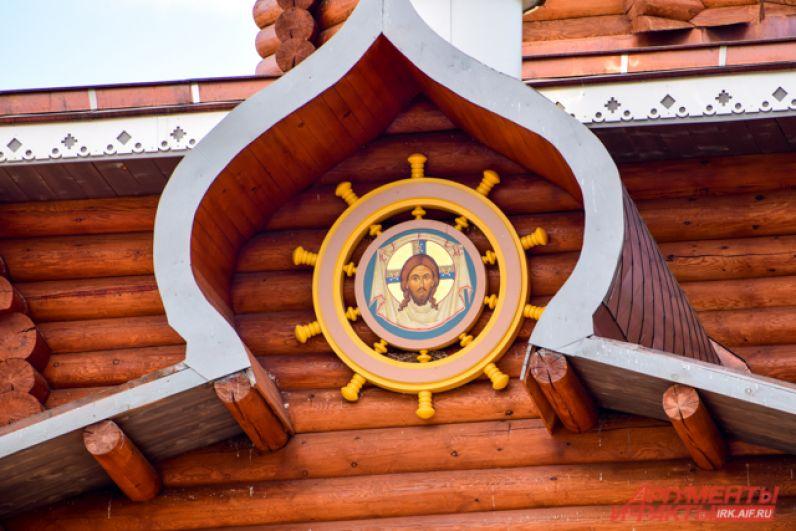 Святитель часто путешествовал по морю и держался «наравне» с моряками, поэтому элементы оформления храма напоминают о морском прошлом Ивана Евсеевича