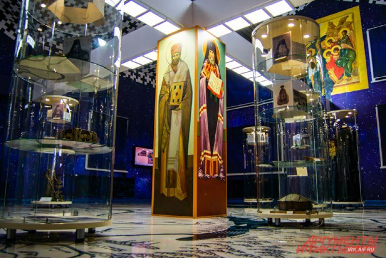 На территории центра есть множество экспозиций, посвящённых разным периодам жизни и деятельности святителя.