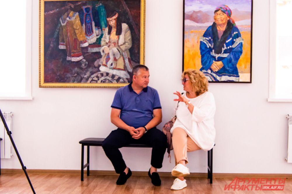 Один из залов отведён под картинную галерею, которой художники Приангарья и других регионов дарят свои работы.