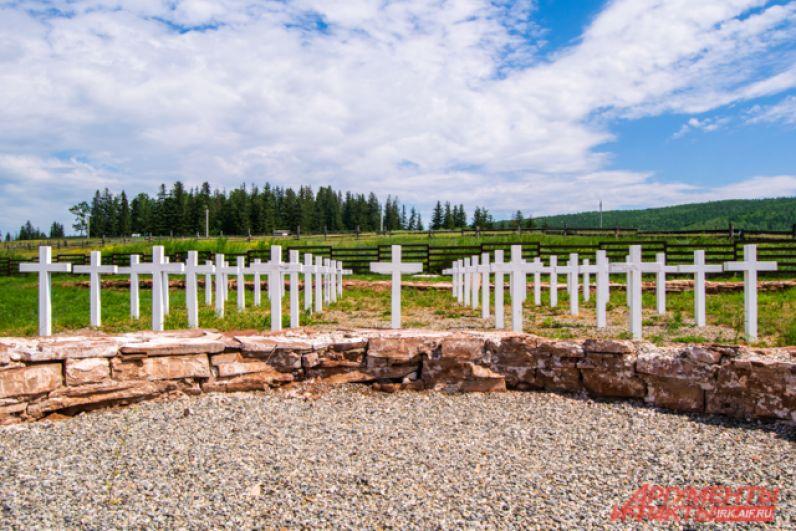 За часовней построили погост на примерном месте старого кладбища.