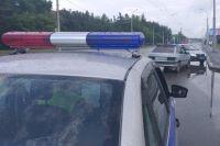Сейчас сотрудники ГИБДД собирают административный материал для возбуждения уголовного дела в отношении водителя по статье 264 Уголовного кодекса Российской Федерации.