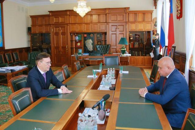В областной администрации прошла встреча губернатора Сергея Цивилева с генеральным директором ПАО «КАМАЗ» Сергеем Когогиным.