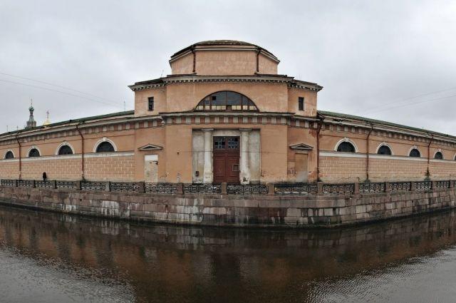 Насуд петербуржцев представят 5 проектов реконструкции Конюшенного ведомства