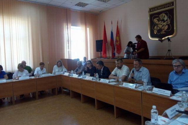 На круглом столе обсуждались просветительские, правовые и социальные аспекты