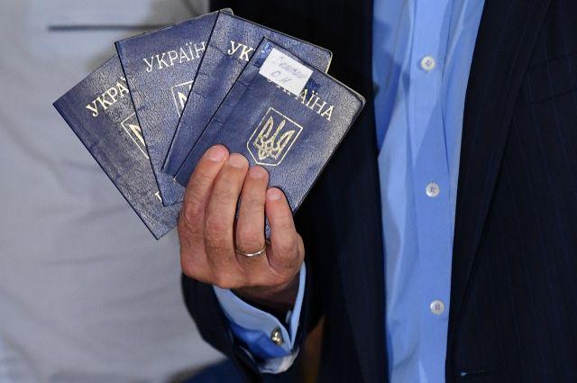 В РФ отреагировали на решение Киева выдавать паспорта этническим украинцам