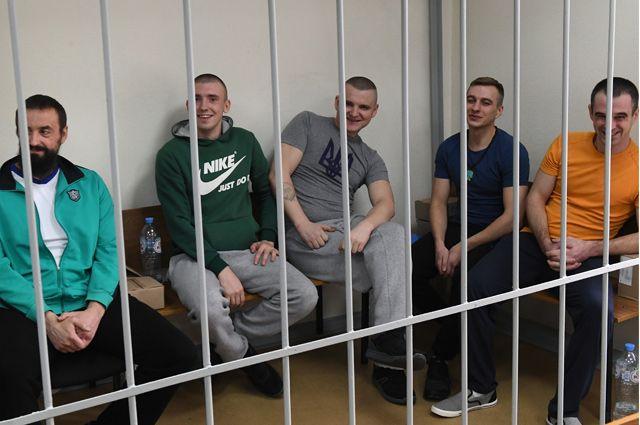 Задержанные украинские моряки на заседании Лефортовского суда города Москвы.