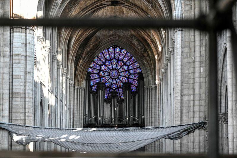 Вид на главный орган храма.