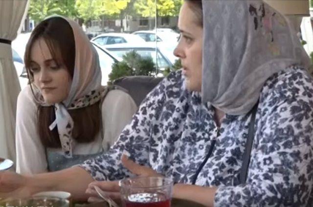 Заира дала интервью в присутствии мамы.
