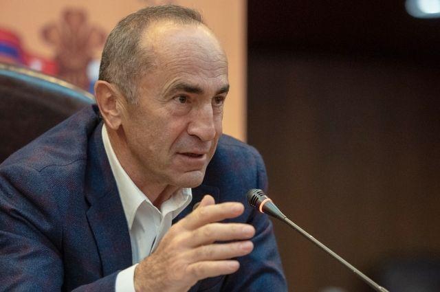 КС Армении приостановил дело в отношении Кочаряна