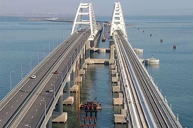 Первый пассажирский состав проследует по Крымскому мосту 8 декабря.