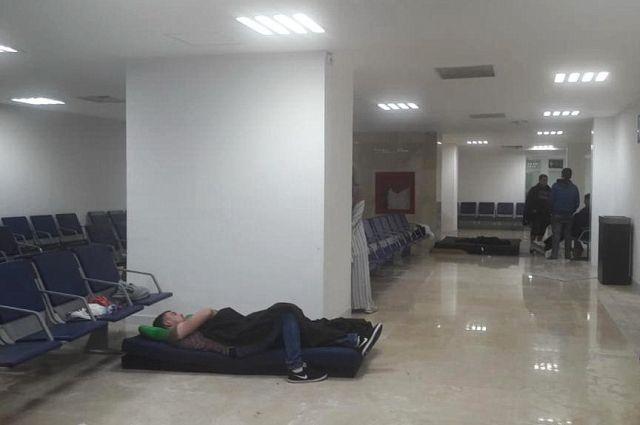 В этом зале аэропорта туристы из России провели три дня.