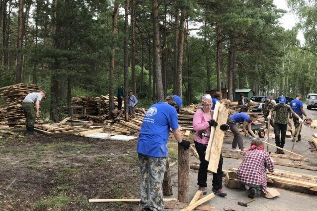 Добровольцы Русского географического общества работают на Куршской косе