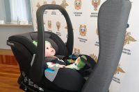 Кресло с ребенком в машине лучше размещать против хода движения.