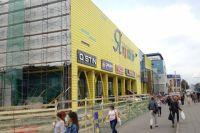 Сейчас в торговом центре идет реконструкция.