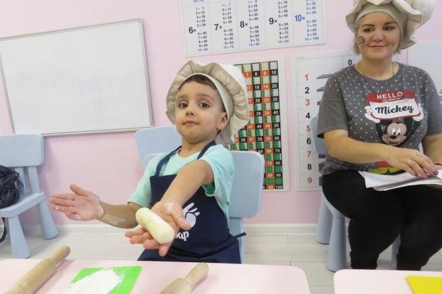 Одна из мам-предпринимателей, Ольга Мелиоранская, решила начать свой бизнес, когда увидела, что её дети неохотно едят фабричные пельмени, а её пельмешки - с удовольствием!