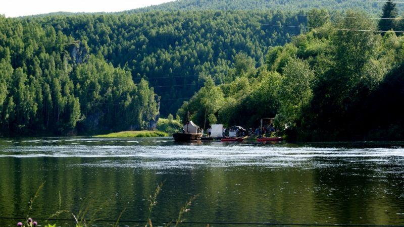 Для съёмок построили барку — большое несамоходное грузовое плоскодонное судно, которое применяли с начала 18 века до конца 19 века на крупных водоёмах Российской империи.