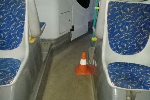 В НефАзе маршрута № 54 во время движения упал шестилетний мальчик, который находился на передней площадке автобуса.