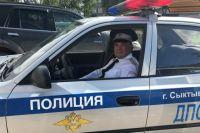 Старший инспектор 2 взвода 1 роты ОБ ДПС ГИБДД УМВД России по Сыктывкару лейтенант полиции Роман Логинов спас человека.