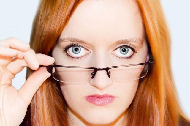 Часто глазные болезни протекают незаметно.