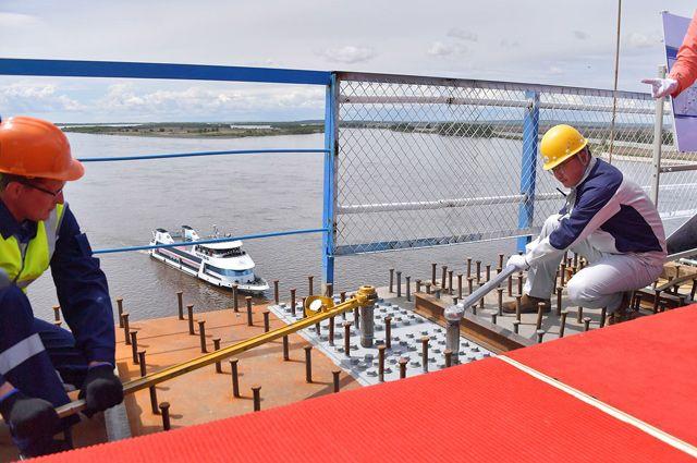 Специалисты ГК СК Мост Руслана Байсарова совместно с китайскими коллегами производят стыковку моста Благовещенск – Хэйхэ.