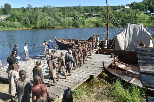 Съёмки на берегу Косьвы начинаются с раннего утра.