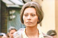 Софи Лорен играет итальянку Джованну, которая обнаруживает своего супруга живущим в Захаркове.