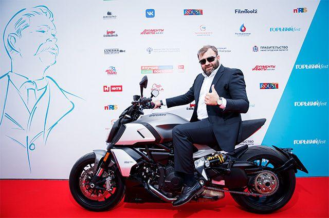 Актёр, кинорежиссёр и телеведущий Михаил Пореченков перед церемонией открытия фестиваля актуального кино «Горький fest» в Нижнем Новгороде.