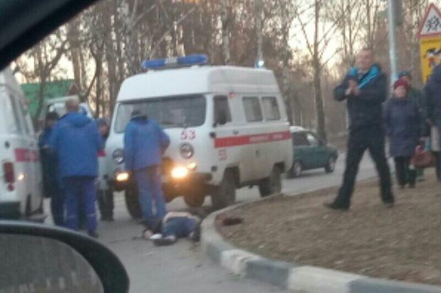 В Тюмени после падения из окна многоэтажки скончался мужчина