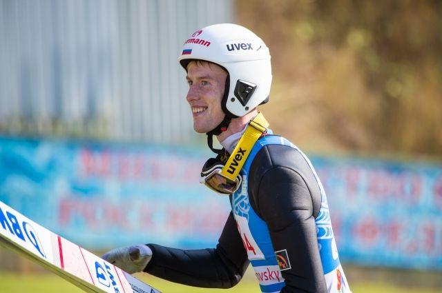 На том же трамплине зимой летающий лыжник одержал победу в Кубке мира.