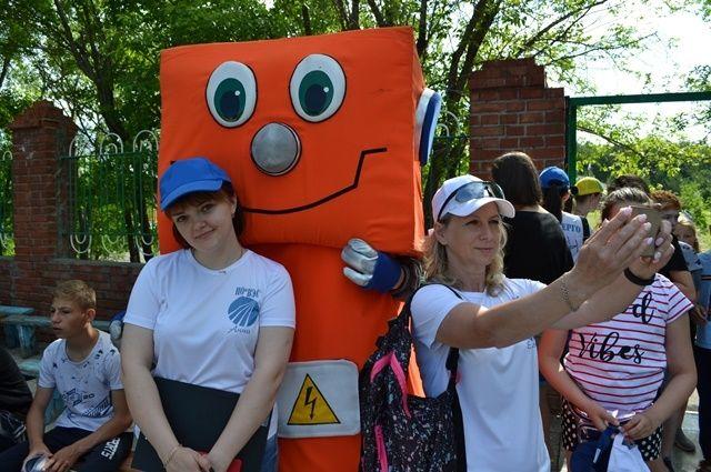 Энергетики научили детей правилам электробезопасности под «электротанцы»