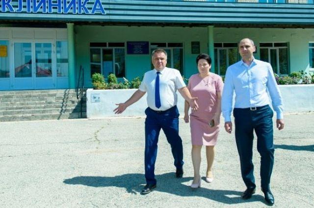В Ясном Денис Паслер проинспектировал городскую больницу и школу