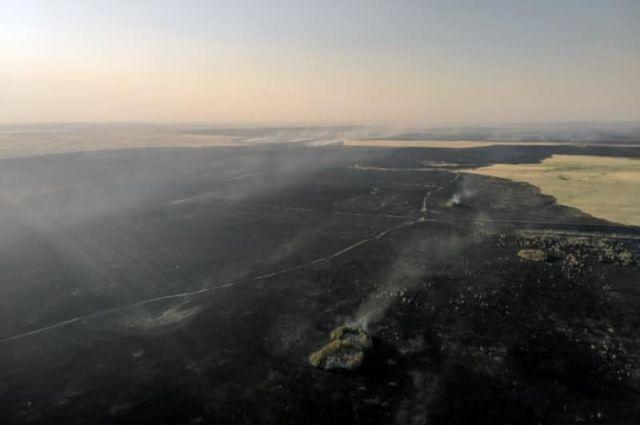 В Оренбуржье огонь прошел по тысячам гектаров.