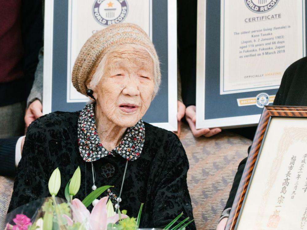 Недаром говорят, что японцы - нация долгожителей! Японка Кейн Танака является официально самой пожилой женщиной в мире - ее возраст составляет 116 лет! Она родилась в 1903 году - в этом же году братья Райт запустили первый самолет в воздух!