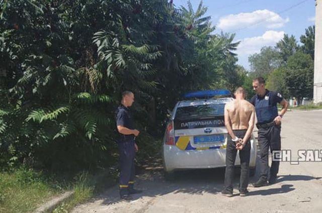В Харькове на кладбище мужчина хотел изнасиловать девушку: его поймали