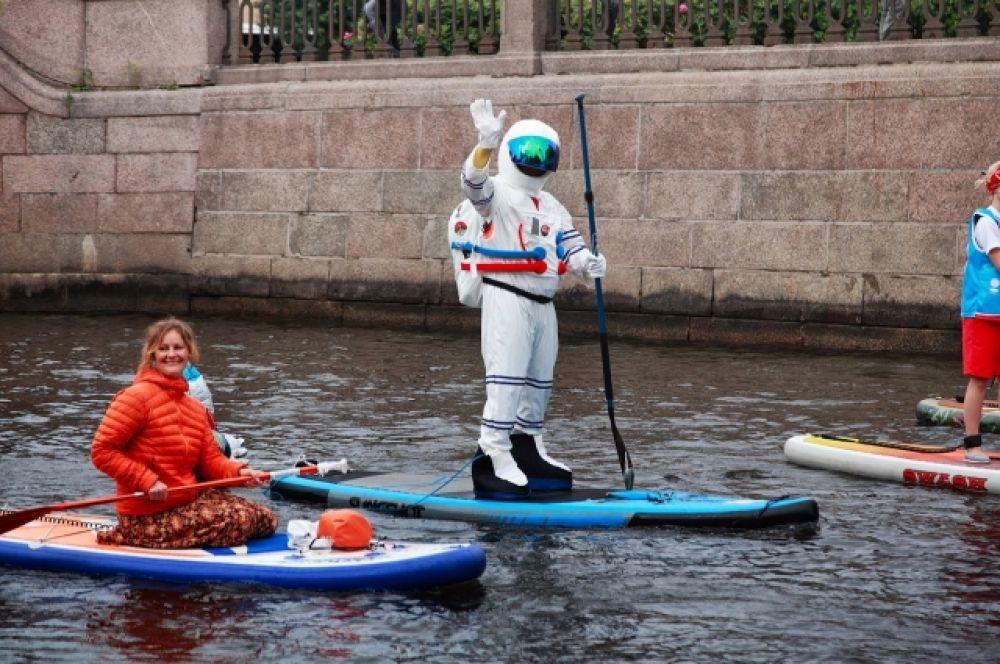 Космонавты осваивают несвойственную стихию.