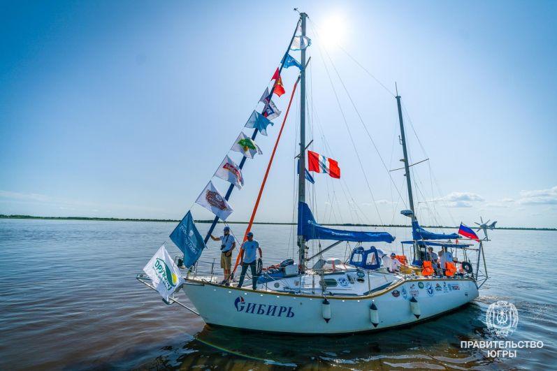 В честь 200-летия открытия Антарктиды экипаж на яхте «Сибирь» отправится в кругосветное путешествие по Северному Ледовитому, Атлантическому, Южному и Тихому океанам.
